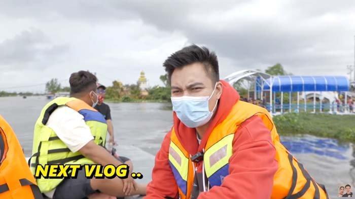 Baim Wong Datangi Lokasi Banjir Kalsel