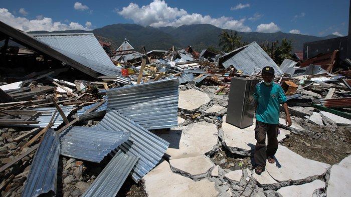 Untuk Dapatkan Air Mineral, Pengungsi Korban Gempa dan Tsunami Sulteng Harus Tinggalkan KTP atau KK