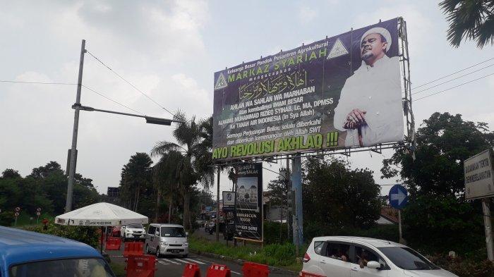 Pulang ke Indonesia, Habib Rizieq Disambut Puluhan Spanduk Besar di Kawasan Puncak Bogor