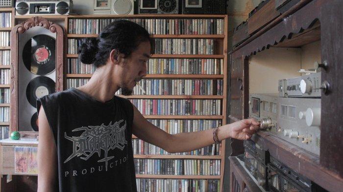 Melihat Koleksi Kaset Pita Bang Boy, Lengkap Musik Klasik hingga Rock : Era Analog Bisa Nostalgia