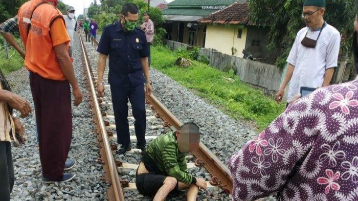Seorang Pria di Tasik Tertabrak Kereta, Setelah Lokomotif Lewat Langsung Bangun Lagi