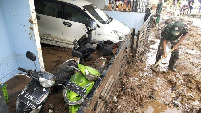 Banjir Bandang di Cilengkrang Bandung Tewaskan 3 Orang, Tanggul Jebol dan Kendaraan Terendam Lumpur