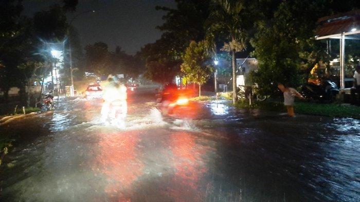 Jalan Perumahan Bilabong Bogor Tergenang Air, Banyak Motor Mogok