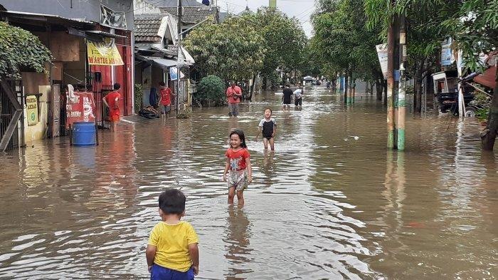 Hujan Deras, 10 Kabupaten/Kota di Jabar Terendam Banjir & Longsor, Karawang Bekasi hingga Majalengka