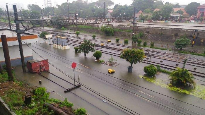Stasiun Tanah Abang Banjir, Perjalanan KRL ke Serpong dan Bandara Berhenti Operasi