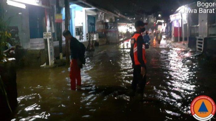 Air Kali Baru Bojonggede Meluap Akibat Hujan Deras, Kampung Plered Terendam Banjir Malam-Malam