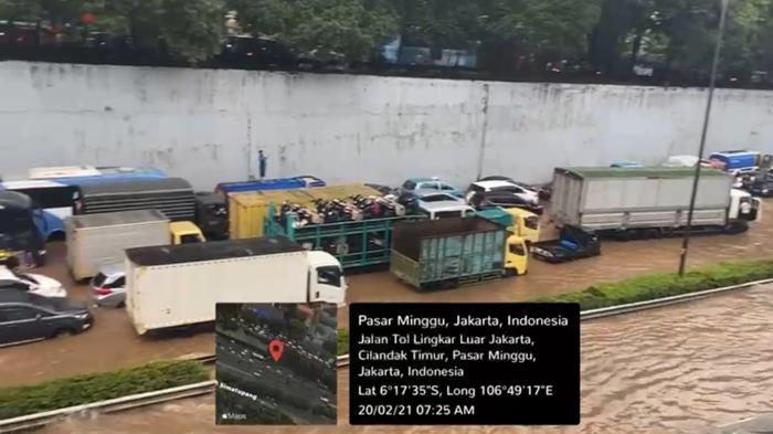 Ratusan kendaraan terendam banjir Tol JORR Pasar Minggu, Sabtu (20/2/2021)