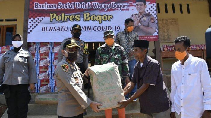 Jelang Ramadhan, Korban Longsor Sukajaya Bogor Dapat Bantuan dari Polisi