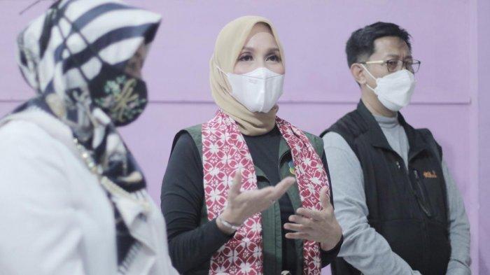 Jabar Bergerak Kota Bogor menyerahkan bantuan dua bed UKS dan tirai kepada SDN Polisi 4 Kota Bogor yang berlokasi di jalan Polisi I, Paledang, Kecamatan Bogor Tengah, Kamis (25/2/2021).
