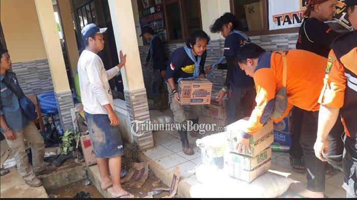 Bantuan Untuk Korban Longsor di Cisolok Sukabumi Membludak, Panitia Kelimpungan