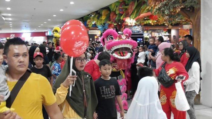 Barongsai dan Kera Sakti Atraksi Sambil Keliling Cibinong City Mall