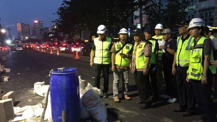 Cek Pengerjaan Trotoar, Menteri Basuki Jalan Kaki 3 kilometer