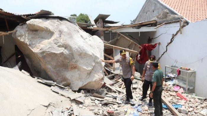 Video Warga Panik, Batu Raksasa Hujani Kampung di Purwakarta Hancurkan Rumah: Suaranya Dahsyat