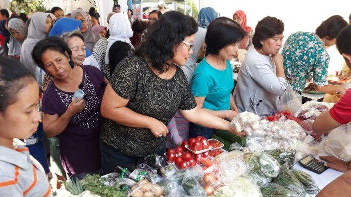 Bazar Sembako Murah di Kelurahan Babakan Pasar Bogor Diserbu Emak-emak