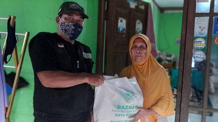 Melalui Program Paket Senyum, Baznas Kota Bogor Bagikan Sembako ke Warga yang Membutuhkan