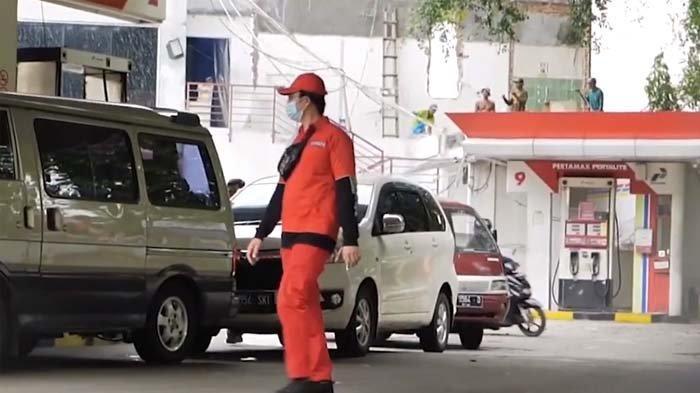 Bagi-bagi Uang di SPBU untuk Ojol, Baim Wong Kaget Mendadak Didatangi Petinggi : Emang Ga Boleh ?
