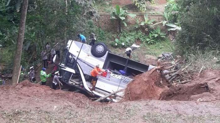 Butuh 6 Jam, Tim SAR Cerita Detik-detik Evakuasi Penumpang, Ngeri Lihat Korban Terjepit Bodi Bus