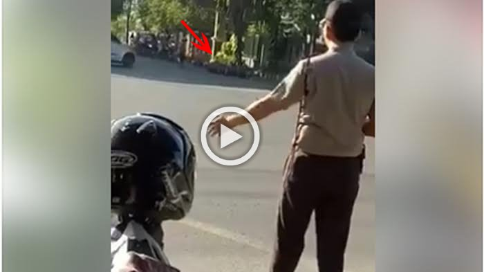 Gara-Gara Rombongan Ini, Polisi Sampai Turun Atur Lalu Lintas, Lihat Ekspresi Para Pengguna Jalan