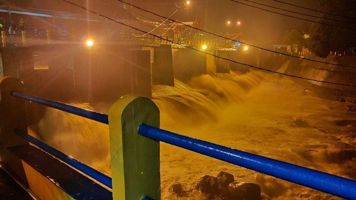 BREAKING NEWS - Puncak Hujan Deras, Bendung Katulampa Siaga 4 Malam Ini