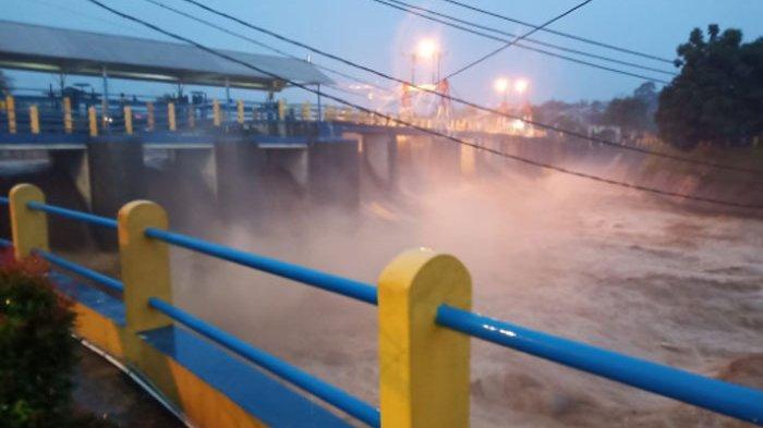 Bogor Diguyur Hujan Sejak Sore - Cek Ketinggian Bendung Katulampa di Sini!