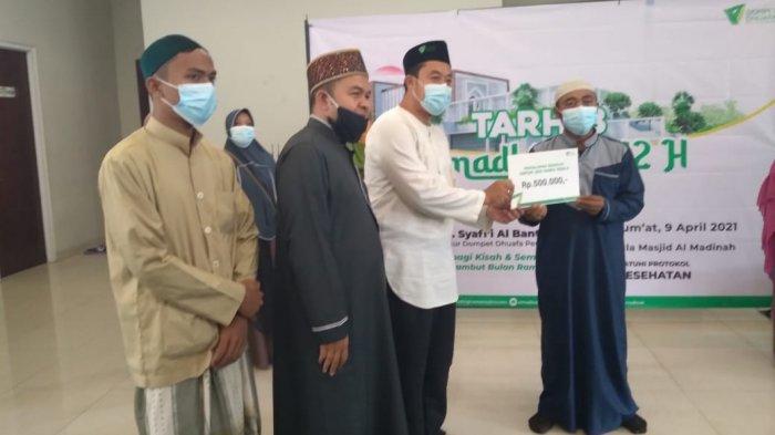 Jelang Ramadan, Penghafal Alquran Dapat Kacamata Gratis dari Masjid Al Madinah Dompet Dhuafa Bogor