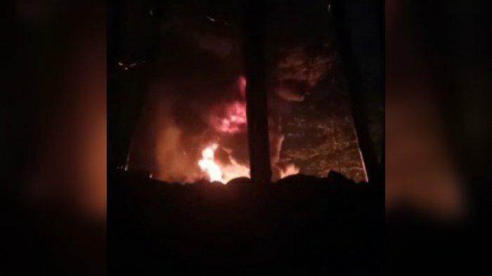 Polisi Sebut Penyebab Kebakaran Tumpukan Ban Bekas di Gunungputri Berasal dari Sambaran Petir