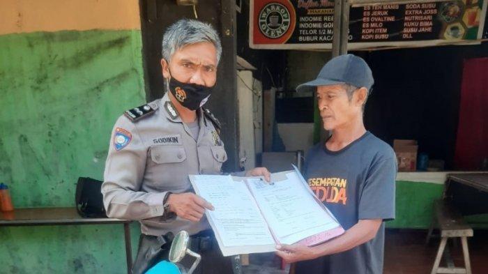 Bantu Korban Kebakaran, Bhabinkamtibmas Desa Bojonggede Urus Dokumen yang Hangus