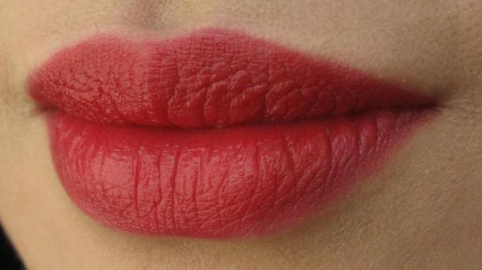 Tak Banyak Diketahui, Ini Arti Kedutan di Bibir Atas Menurut Primbon Jawa, Jadi Pertanda Baik !