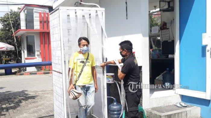 Warga Perumahan di Bogor Buat Bilik Disinfektan Sendiri, Segini Biaya yang Dikeluarkan