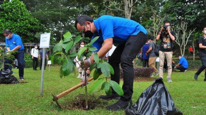 Bima Arya Ajak Pengurus Apeksi dan Forum Rektor Indonesia Tanam Pohon di Sempur