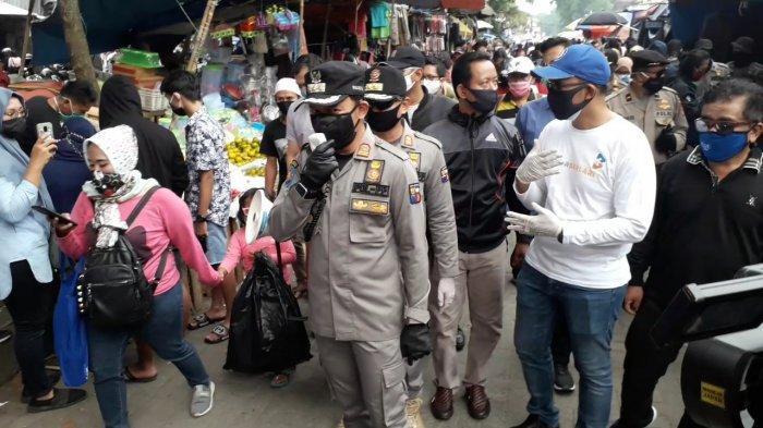 BREAKING NEWS - Wali Kota Bima Arya Bubarkan Kerumunan di Pasar, Pedagang Pakaian Disuruh Pulang
