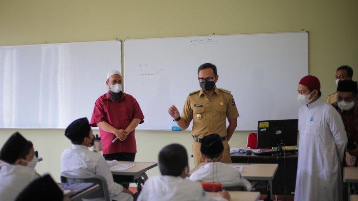 Cek PTM Terbatas di SMP Bintang Pelajar, Bima Arya Pastikan Prokes Dijalankan Sesuai Aturan