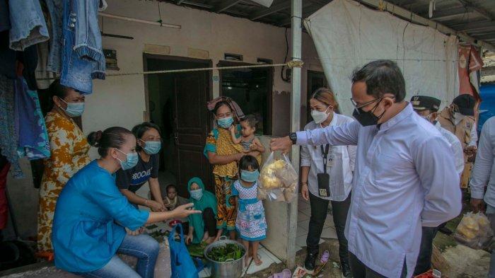 Wali Kota Bogor, Bima Arya meminta aparatur Sipil Negara (ASN) se-Kota Bogor menyisihkan penghasilannya untuk membantu warga di masa PPKM ini.