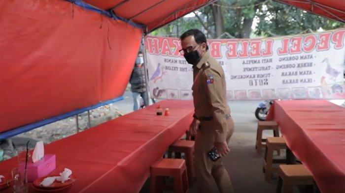 Wali Kota Bogor, Bima Arya mencoba waktu makan 20 menit di sebuah warung pecel lele di Jalan Dadali, Kota Bogor.
