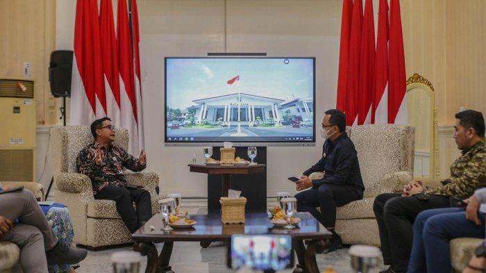 Ketua Dewan Pengurus APEKSI (Asosiasi Pemerintah Kota Seluruh Indonesia) Bima Arya menerima kunjungan Direktur Jenderal Keuangan Daerah Kementerian Dalam Negeri (Kemendagri) Mochamad Ardian Noervianto, Kamis (1/4/2021) di Balaikota Bogor.