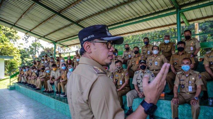 Wali Kota Bogor, Bima Arya mengingatkan aparatur di wilayah untuk mengawasi penerapan protokol kesehatan secara ketat selama bulan suci Ramadhan 1442 H / 2021.