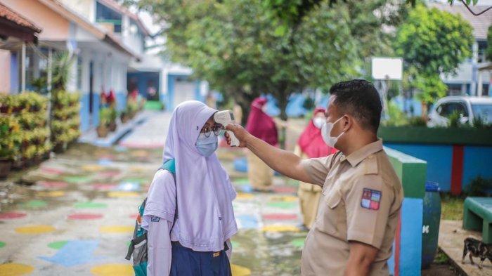 Pelaksanaan simulasi PTM di SMPN 15 Kota Bogor, Jalan Mandala, Ciparigi, Kecamatan Bogor Utara, Senin (31/5/2021).