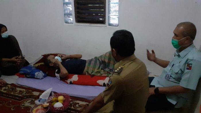 Mahfud Sukarelawan Lalu Lintas Kota Bogor Terbaring Sakit, Bima Arya Datang Menjenguk