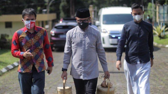 Wali Kota Bogor Bima Arya berkunjung ke Gedung Pusdiklatwas BPKP Ciawi yang difungsikan sebagai pusat isolasi pasien Covid-19 Kota Bogor pada hari pertama Idul Fitri 1442 H, Kamis (13/5/2021).