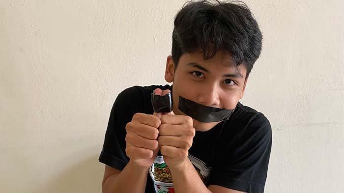 Dituding Jadi Provokator Kebakaran Pos Polisi karena Twit Ini, Bintang Emon Lakban Mulut dan Jarinya