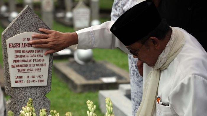 Sebelum Wafat, BJ Habibie Sudah Pesan Makam di Samping Ainun