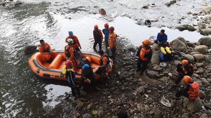 BREAKING NEWS - Bocah Tenggelam di Sungai Ciliwung Bogor Ditemukan