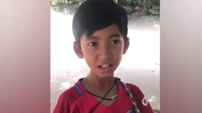 Belajar dari Turis, Bocah Penjual Suvenir di Kamboja Ini Kuasai Banyak Bahasa Asing