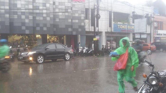 Waspada, Sore Ini Wilayah Bogor Tengah Diguyur Hujan Angin