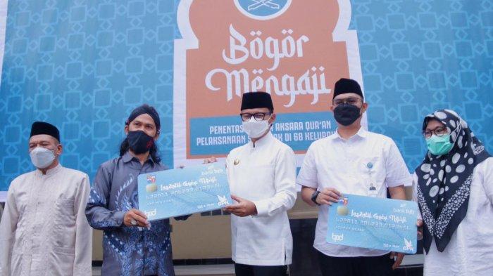Gerakan Bogor Mengaji Diluncurkan, Bima Arya Bagikan ATM untuk Insentif Guru Ngaji
