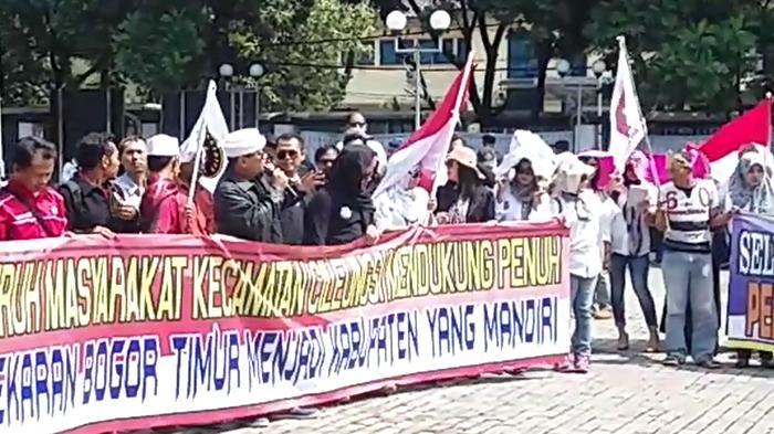 Warga Bogor Timur Datangi Kantor Bappeda, Mereka Ingin Daerahnya Dimekarkan