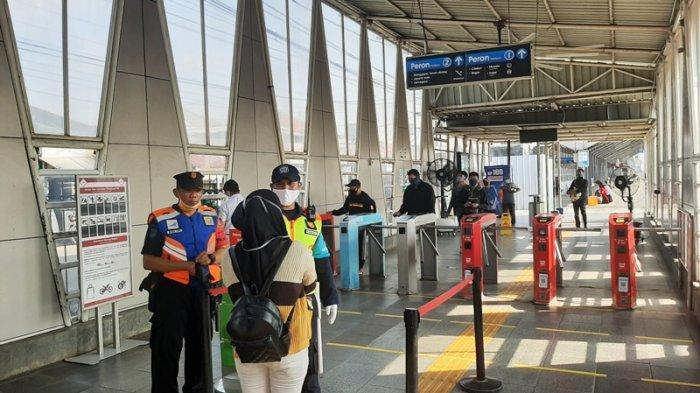 Hari Pertama PSBB di Kabupaten Bogor, Penumpang Sempat Khawatir Antrean di Stasiun Bojonggede