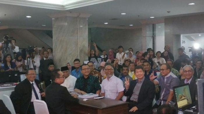 BPN Prabowo-Sandi Resmi Serahkan Permohonan Gugatan Pilpres ke MK, Datang 1,5 Jam Jelang Penutupan