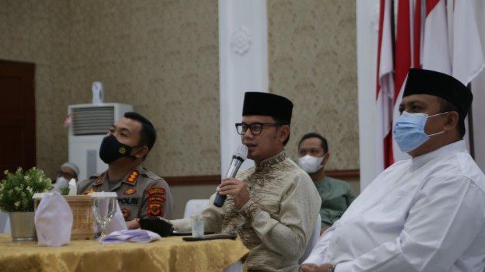 Pemerintah Provinsi (Pemprov) Jawa Barat menggelar Buka Bersama on the Screen (Bubos) secara virtual dipimpin Gubernur Jawa Barat, Ridwan Kamil bersama dengan 27 kabupaten/kota se-Jawa Barat.