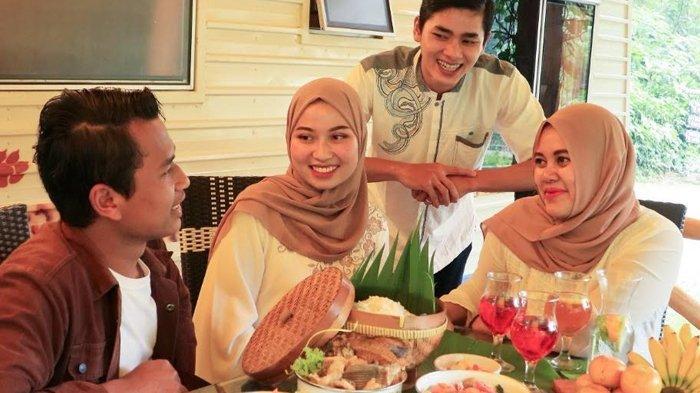 Sensasi Berbeda Buka Puasa di Taman Safari Bogor, Makan di Alam Terbuka Berlatar Caravan